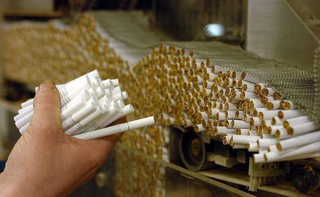 عدم تخصیص ارز نصف واحدهای دخانیات را تعطیل کرد
