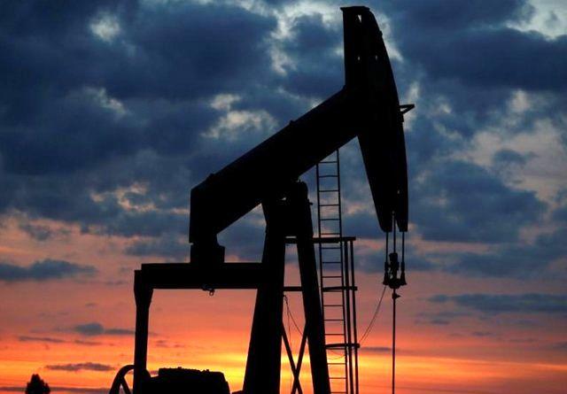 نفت به بزرگترین کاهش ماهانه در یک دهه گذشته تن داد
