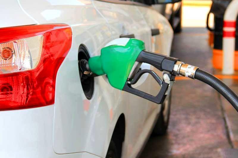 تصمیمات عجولانه در مورد افزایش قیمت بنزین به ضرر مردم است