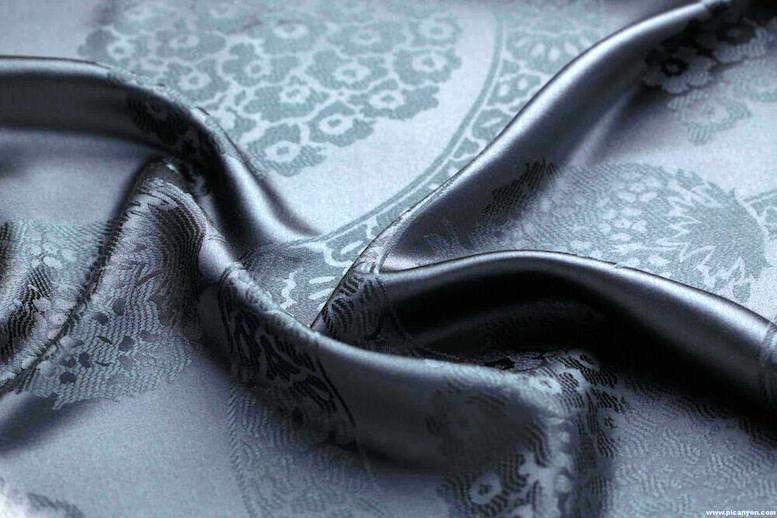 قیمت عجیب چادر مشکی در بازار/قواره ای ۲ میلیون تومان!