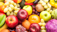 قیمت میوه کاهش پیدا می کند