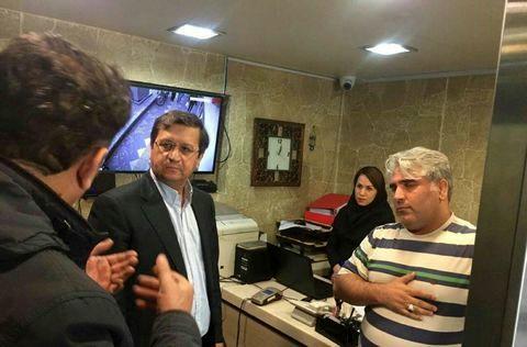 به دنبال بازدید رئیس بانک مرکزی از صرافی های بازار؛ قیمت ارز نزولی شد