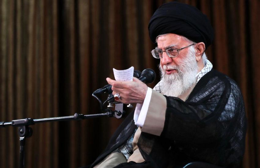 رهبرانقلاب: با آنکه میتوانستیم، قاطعانه و شجاعانه در راه ساخت بمب اتم وارد نشدیم