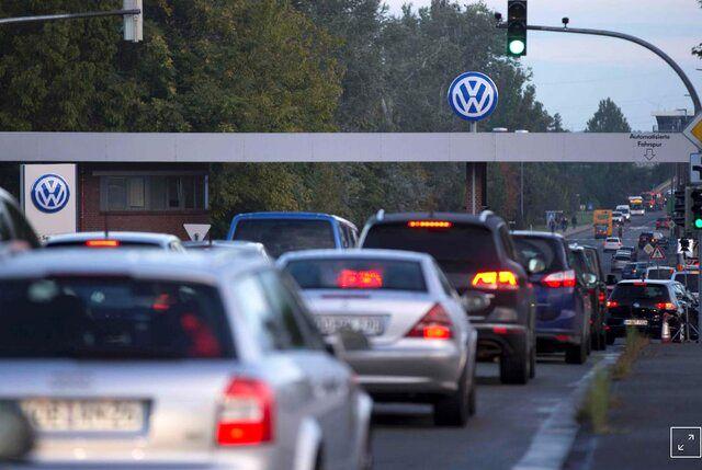 ۴۱۰ هزار شغل زیر تیغِ خودروهای برقی