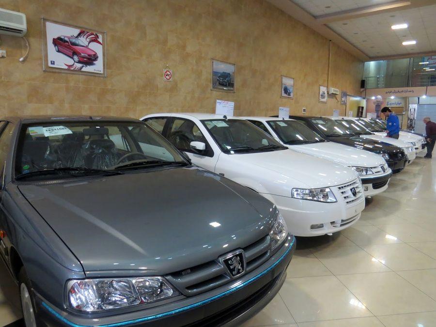 معاملات بازار خودرو از تب و تاب افتاد/ کاهش پلکانی قیمتها