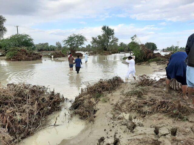 دسترسی به راههای ۳۰۰ روستا مسدود است